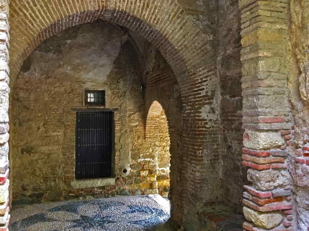 Puerta en recodo de la Torre del Cristo