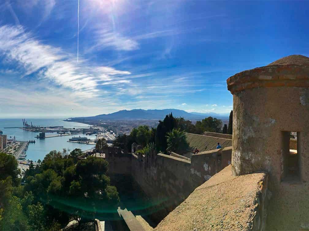 castillo de gibralfaro con vistas a la bahía