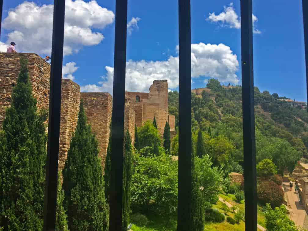 vistas de la torre del homenaje desde la sala de la armadura mudejar